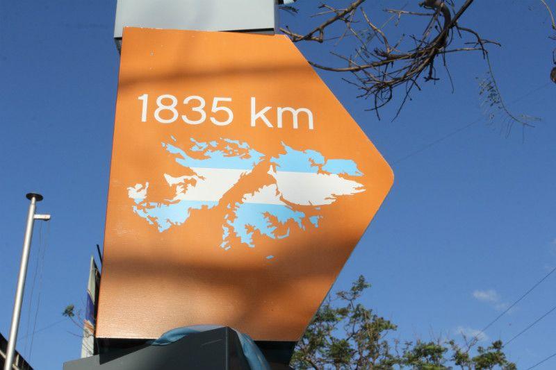 Totem de Malvinas en Villa del Parque.