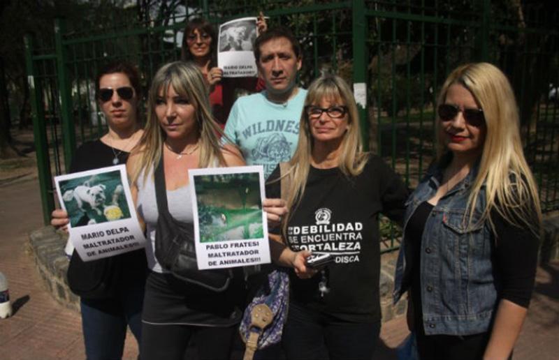 Los denunciantes aseguran que los perritos están en muy malas condiciones (Gustavo Muñoz-Diario Crónica).