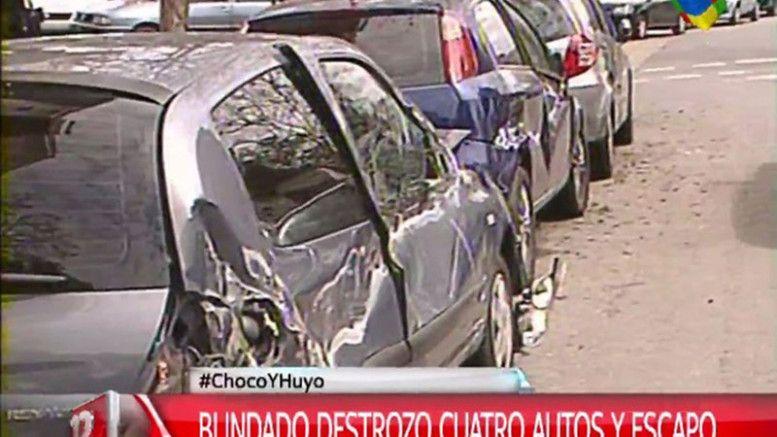 Un blindado destrozó cuatro autos y huyó