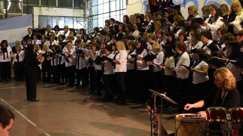 Coro de Docentes en la Escuela Tierra del Fuego