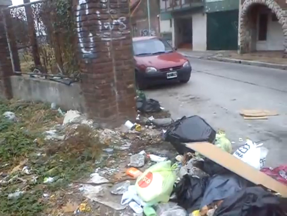 Ratas y basura en Av. Beiro y Ricardo Gutiérrez