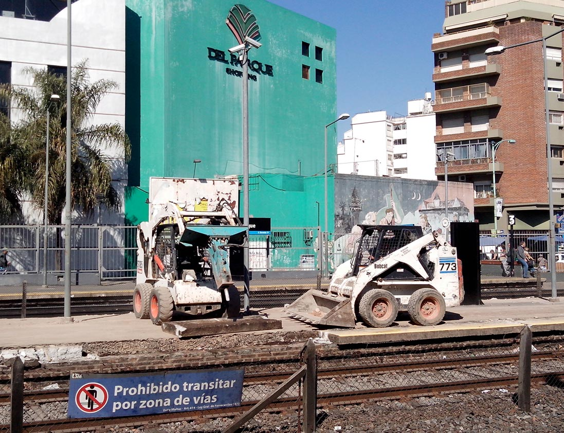 Obras en el anden central de la estación Villa del Parque