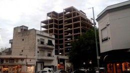 Colosal edificación en Nogoya y Llavallol