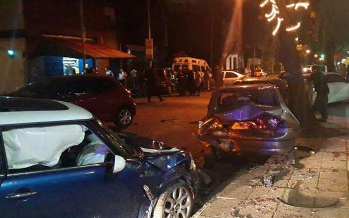 Autos destrozados luego del choque en Villa Devoto