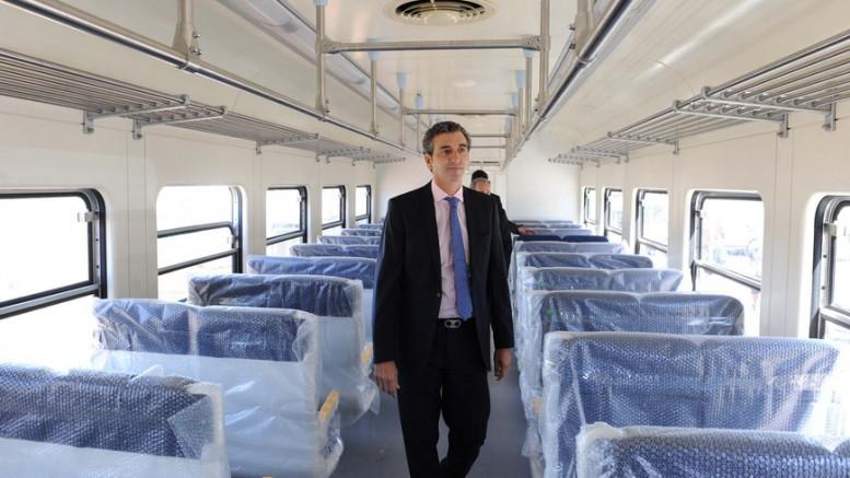 Randazzo en el nuevo vagon para el San Martín