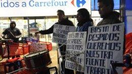 Trabajadores del Carrefour de Villa Devoto encadenados